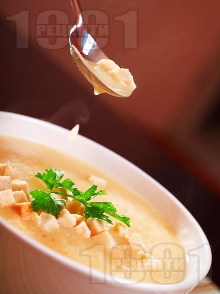Крем супа с картофи и крутони - снимка на рецептата